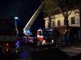 Právě teď: Požár restaurace zaměstnává šest jednotek hasičů (16)