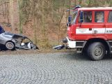 Právě teď: Po nárazu do stromu zůstala řidička uvězněna ve vozidle, v místě přistává záchranářský vrtulník (8)