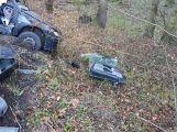 Právě teď: Po nárazu do stromu zůstala řidička uvězněna ve vozidle, v místě přistává záchranářský vrtulník (5)