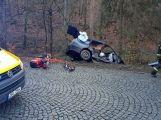 Právě teď: Po nárazu do stromu zůstala řidička uvězněna ve vozidle, v místě přistává záchranářský vrtulník (2)