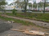 Osamělý hrdina: Včera odpoledne na cyklostezce pracoval jediný dělník (2)