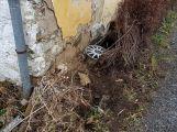 Opilá usedla za volant, narazila do plotu a ještě se zranila (3)