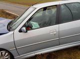 Peugeot přerazil sloup a skončil v příkopu (8)