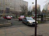 Několikatunový náklaďák se propadl do kanálu, vyprostili ho příbramští hasiči (8)