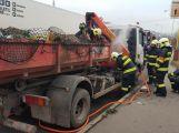 Hasiči vyjeli k hořícímu nákladnímu autu (4)