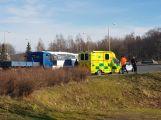 Na kruhovém objezdu došlo k dopravní nehodě se zraněním ()