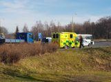 Na kruhovém objezdu došlo k dopravní nehodě se zraněním (2)