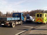 Na kruhovém objezdu došlo k dopravní nehodě se zraněním (4)