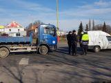 Na kruhovém objezdu došlo k dopravní nehodě se zraněním (5)