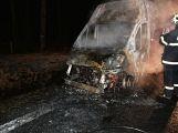 Právě teď: U Teslínů hoří dodávka, zasahuje několik jednotek hasičů (12)