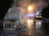 Právě teď: U Teslínů hoří dodávka, zasahuje několik jednotek hasičů (15)