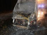 Právě teď: U Teslínů hoří dodávka, zasahuje několik jednotek hasičů (16)