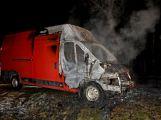 Právě teď: U Teslínů hoří dodávka, zasahuje několik jednotek hasičů (1)