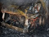 Právě teď: U Teslínů hoří dodávka, zasahuje několik jednotek hasičů (3)