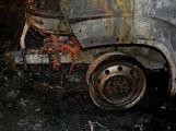 Právě teď: U Teslínů hoří dodávka, zasahuje několik jednotek hasičů (19)