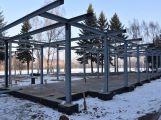 Stavbu restaurace na Nováku nejspíš přeruší mrazy. Přesto se její dokončení předpokládá již koncem května ()