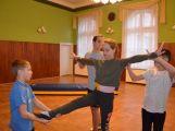 Cvičí mladí, staří, Méďové, Borci i celý Cirkus (8)
