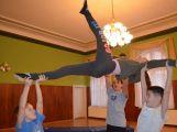 Cvičí mladí, staří, Méďové, Borci i celý Cirkus (12)