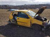 Po vážné dopravní nehodě vyprošťují hasiči zraněnou osobu, na místo je povolán vrtulník (8)