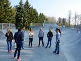Skatepark v areálu Nového rybníka otevře exhibice zkušených jezdců. Stoupne si na prkno i paní místostarostka? (4)