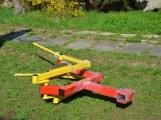 Senioři mohou kromě jiných aktivit využívat dva nové posilovací stroje ()