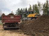 V Čechovské ulici jsou v plném proudu práce na výstavbě parkoviště (1)
