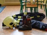 V základní škole ve Školní ulici dnes zasahovala Městská policie Příbram, hasiči, zdravotníci i armáda. Naštěstí jen preventivně ve spolupráci s dětmi (16)