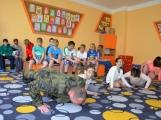 V základní škole ve Školní ulici dnes zasahovala Městská policie Příbram, hasiči, zdravotníci i armáda. Naštěstí jen preventivně ve spolupráci s dětmi (5)