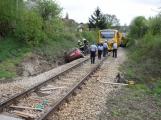 Aktuálně: Na železničním přejezdu vjelo vozidlo pod projíždějící vlak, v místě přistává vrtulník (7)
