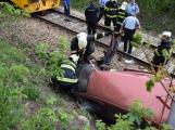 Aktuálně: Na železničním přejezdu vjelo vozidlo pod projíždějící vlak, v místě přistává vrtulník (9)