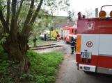 Aktuálně: Na železničním přejezdu vjelo vozidlo pod projíždějící vlak, v místě přistává vrtulník (8)