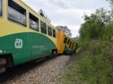 Aktuálně: Na železničním přejezdu vjelo vozidlo pod projíždějící vlak, v místě přistává vrtulník (10)