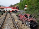 Aktuálně: Na železničním přejezdu vjelo vozidlo pod projíždějící vlak, v místě přistává vrtulník (11)