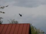 Aktuálně: Na železničním přejezdu vjelo vozidlo pod projíždějící vlak, v místě přistává vrtulník (12)