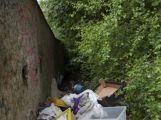 U garáží v ulici Pod Haldou vznikají skládky (FOTOGALERIE, AKTUALIZOVÁNO) (2)