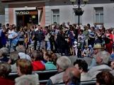 Náměstí v Rožmitále pod Třemšínem v neděli ovládly dechovky (10)