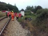 Právě teď: Na Příbramsku vlak smetl osobní auto, řidič na místě zemřel (8)