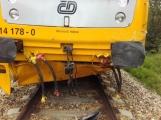 Právě teď: Na Příbramsku vlak smetl osobní auto, řidič na místě zemřel (5)