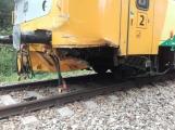 Právě teď: Na Příbramsku vlak smetl osobní auto, řidič na místě zemřel (4)