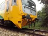Právě teď: Na Příbramsku vlak smetl osobní auto, řidič na místě zemřel (3)