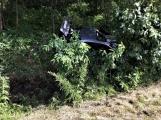 Právě teď: Osobní vůz vyletěl ze silnice, v místě zasahují záchranné složky IZS ()