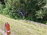 Právě teď: Osobní vůz vyletěl ze silnice, v místě zasahují záchranné složky IZS (7)