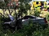 Právě teď: Osobní vůz vyletěl ze silnice, v místě zasahují záchranné složky IZS (1)