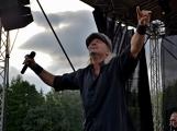 Stovky fanoušků si užily pořádnou porci skvělé muziky i ohňovou show (67)