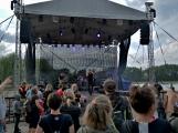 Stovky fanoušků si užily pořádnou porci skvělé muziky i ohňovou show (56)