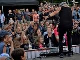 Stovky fanoušků si užily pořádnou porci skvělé muziky i ohňovou show (77)