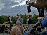Stovky fanoušků si užily pořádnou porci skvělé muziky i ohňovou show (79)