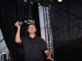 Stovky fanoušků si užily pořádnou porci skvělé muziky i ohňovou show ()