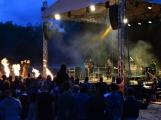 Stovky fanoušků si užily pořádnou porci skvělé muziky i ohňovou show (23)