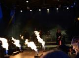 Stovky fanoušků si užily pořádnou porci skvělé muziky i ohňovou show (13)